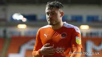 Jordan Thorniley: Oxford United agree loan deal for Blackpool defender