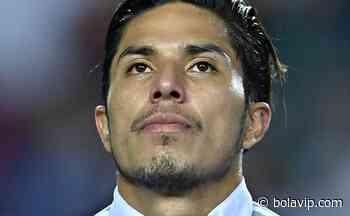 Tras un pésimo partido, Carlos Salcedo recibió un fuerte apoyo de Rogelio Funes Mori - Bolavip México