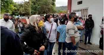 Aglomeración de personas en jornada de vacunación anticovid en el Asic Boconó - Diario de Los Andes