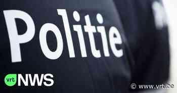 Minderjarige bromfietser rijdt twee keer in op agenten bij politiecontrole in Wilrijk - VRT NWS