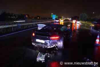 Man slipt met peperdure Porsche tegen vangrail op E403