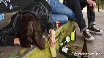 AVERSA. Serata alcolica tra ragazzini finisce male, minorenni collassano in strada - CasertaCE