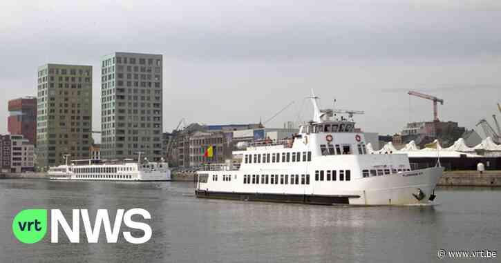 Flandriaboot vaart tegen de kade in haven van Antwerpen, 11 passagiers lichtgewond - VRT NWS