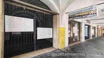 Poesie dedicate al paese apparse sotto i portici di Castel Goffredo - La Gazzetta di Mantova