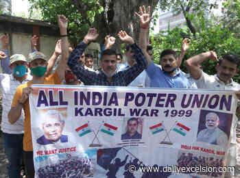 Kargil war porters protest, demand Govt jobs - Daily Excelsior