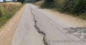 """Viterbo, """"si rischia il morto"""". Allarme per le condizioni della strada della Moletta a Montalto di Castro - Corriere di Viterbo"""