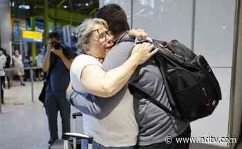 """""""Struggling To Put Into Words"""": Fully Vaccinated EU, US Passengers Arrive In UK - NDTV"""