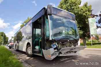 Linienbus fährt auf zwei Autos auf: Vier Personen bei Unfall in Heidenheim leicht verletzt - Heidenheimer Zeitung