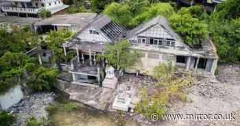 Urban explorer explores inside abandoned home where entire family died