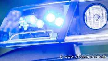 Auto gerät ins Schleudern und überschlägt: Drei Verletzte - Süddeutsche Zeitung