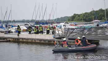 Feuerwehr-Einsatz in Senftenberg: Öl fließt in Senftenberger See am Stadthafen - Lausitzer Rundschau
