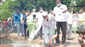 Bhubaneswar: Congress workers take out a dengue awareness campaign