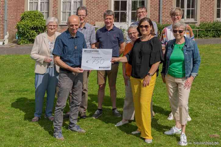 Davidsfonds schenkt 750 euro aan Poverello