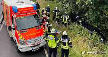 Detmolderin wird bei Unfall in ihrem Wagen eingeklemmt   Lokale Nachrichten aus Detmold - Lippische Landes-Zeitung