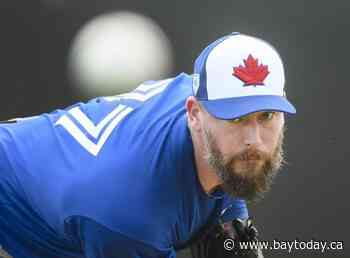 Blue Jays trade Axford to Brewers for cash considerations