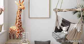 21 Giant Stuffed Giraffes and Other Animals (From Lions to Tigers to Bears) - New York Magazine