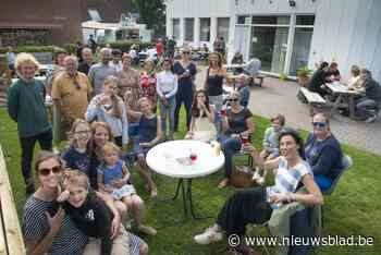 Begeleidingstehuis viert feest met buren op midzomerterras - Het Nieuwsblad
