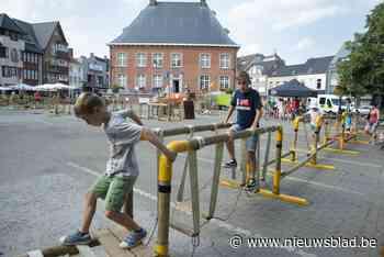 Kinderen bouwen dorp op Markt - Het Nieuwsblad