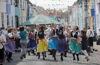'Preston Park's young Morris dancers sing rude songs'