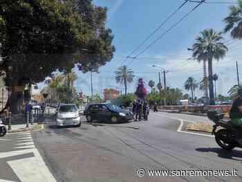 Sanremo: turista svolta senza rispettare la segnaletica in largo Nuvoloni e centra uno scooter (Foto) - SanremoNews.it