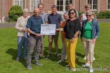 Davidsfonds schenkt 750 euro aan Poverello (Zottegem) - Het Nieuwsblad