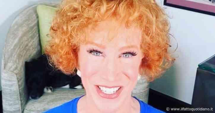 """Kathy Griffin: """"Ho un cancro ai polmoni. Se non mi fossi vaccinata contro il Covid starei ancora peggio"""""""