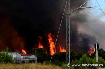 Thousands flee homes as heat wave fuels Greek wildfire