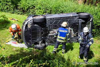 Schwerer Unfall in Winnenden: Auto rutscht Hang runter - Blaulicht - Zeitungsverlag Waiblingen