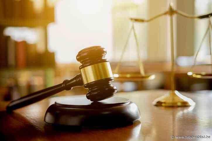 Man die vier van zijn vijf kinderen seksueel misbruikte riskeert 12 jaar cel, moeder staat ook terecht voor schuldig verzuim