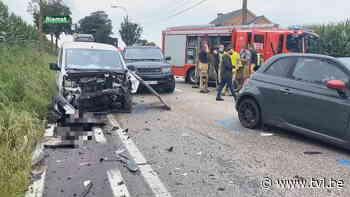 Man zwaargewond bij frontale botsing in Riemst - TV Limburg