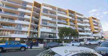 Sydney apartment complex in lockdown as COVID-19 spreads through the building - 9News