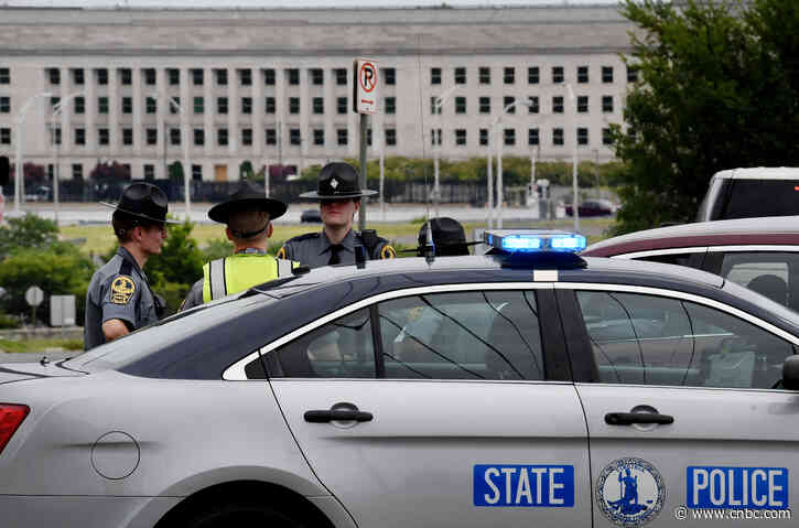 Pentagon police officer dies in stabbing outside metro entrance, assailant shot dead - CNBC