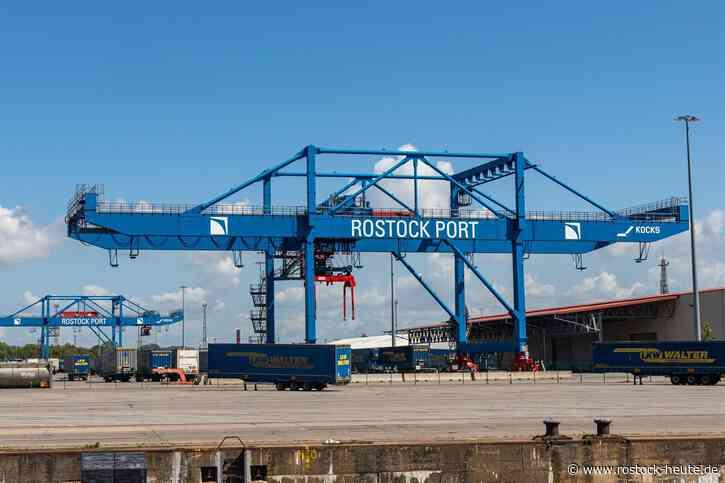Der Güterumschlag im Überseehafen Rostock stieg im 1. Halbjahr 2021 um 13 Prozent auf den Rekordwert von 14,4 Millionen Tonnen, die Zahl der Fährpassagiere sank coronabedingt