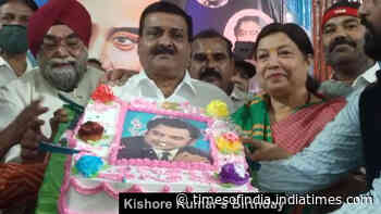 Indore: Christian College students celebrate Bollywood singer Kishore Kumar's birthday