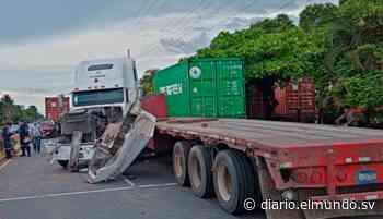 Tres vehículos y tres rastras involucradas en accidente de tránsito en Sonsonate - Diario El Mundo