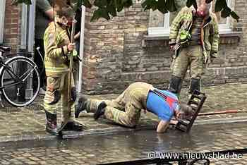 Brandweer moet rioolputjes ontstoppen na regenval