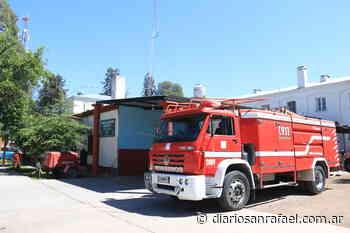 Asistencia a damnificados por incendio en avenida Dean Funes - Diario San Rafael
