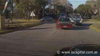 Vecino persiguió a dos ladrones que robaron en Funes y con los datos que aportó el Comando los detuvo - La Capital