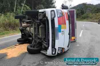 Caminhonete tomba na serra que liga Pomerode a Jaraguá do Sul - Jornal de Pomerode