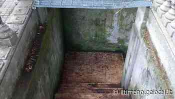 Montecatini, ripulita la scala dei bagni in piazza del Popolo. Manca la messa in sicurezza - Il Tirreno