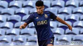 Luis Díaz puxa por Pepê - A Bola