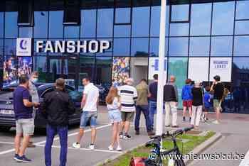 """Wachtrij aan Ghelamco Arena voor abonnement: """"Zeven euro verzendingskosten is te veel"""" - Het Nieuwsblad"""