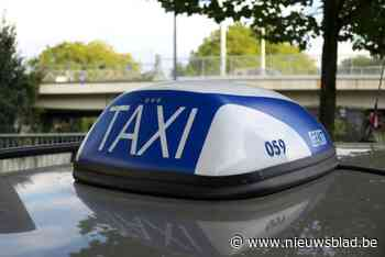 Taxichauffeur op klaarlichte dag bedreigd en bestolen door drie dronkaards - Het Nieuwsblad