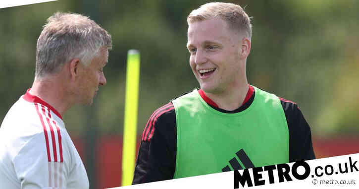 Manchester United's Bruno Fernandes reacts to Donny van de Beek's new beefed-up physique