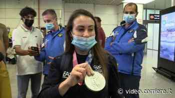 Vanessa Ferrari atterra a Fiumicino: «Ancora non mi rendo conto di un bellissimo argento» - Corriere TV