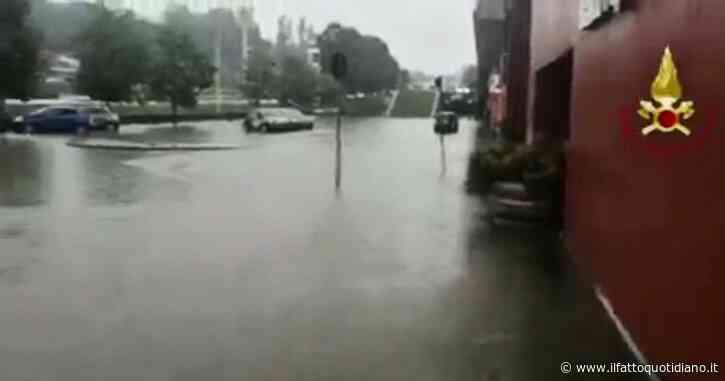 Lago di Como, strade allagate e rischio esondazioni dopo il nubifragio: evacuate 120 persone da un campeggio