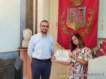 Bagheria. Il sindaco ha consegnato una pergamena alla giovane artista Simona Aiello - La Voce di Bagheria