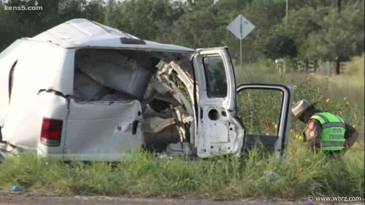 Ten killed, 20 injured in Texas van crash