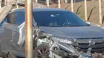 Motorista perde controle e atinge poste na Getúlio Vargas em Assis - Assiscity - Notícias de Assis SP e região hoje