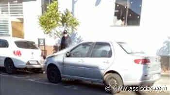 Mais um carro tem princípio de incêndio em Assis Populares controlaram as chamas - Assiscity